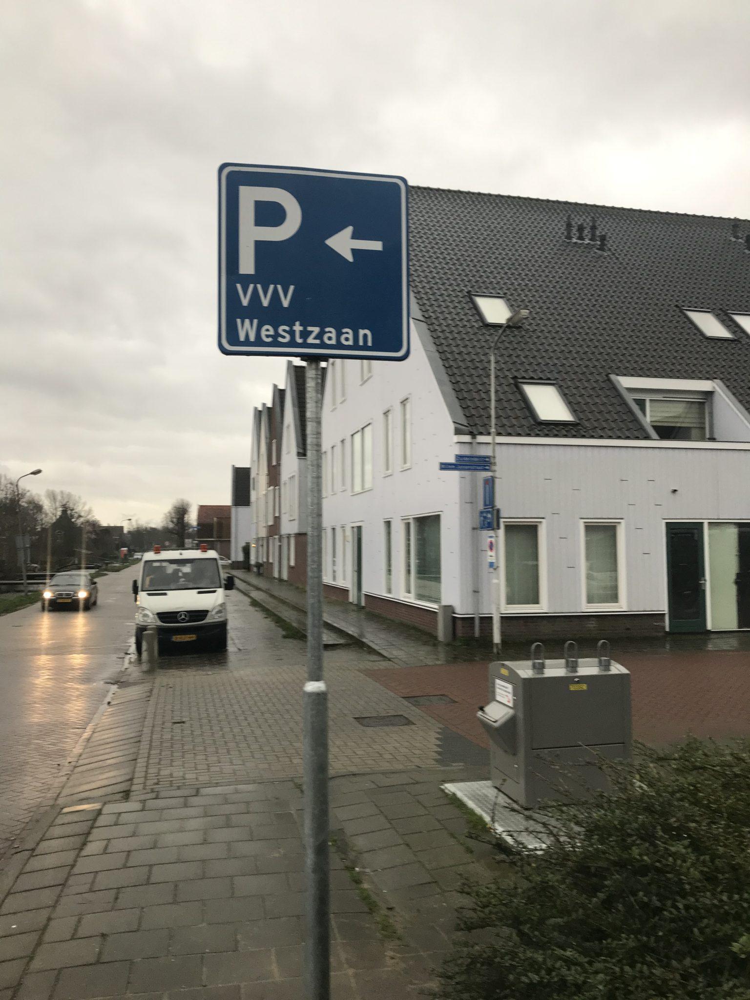 Parkeren bij vvv Westzaan